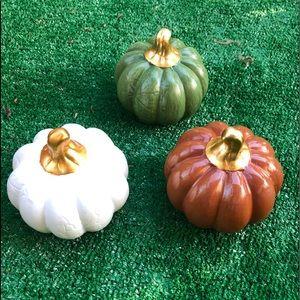Embossed Harvest Pumpkins